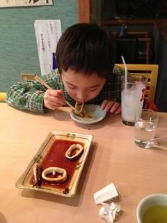 江ノ島 貝作さんでイカの丸焼きを食べました
